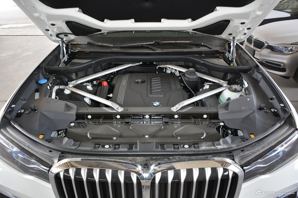 2020款宝马X7 xDrive40i尊享型M运动套装