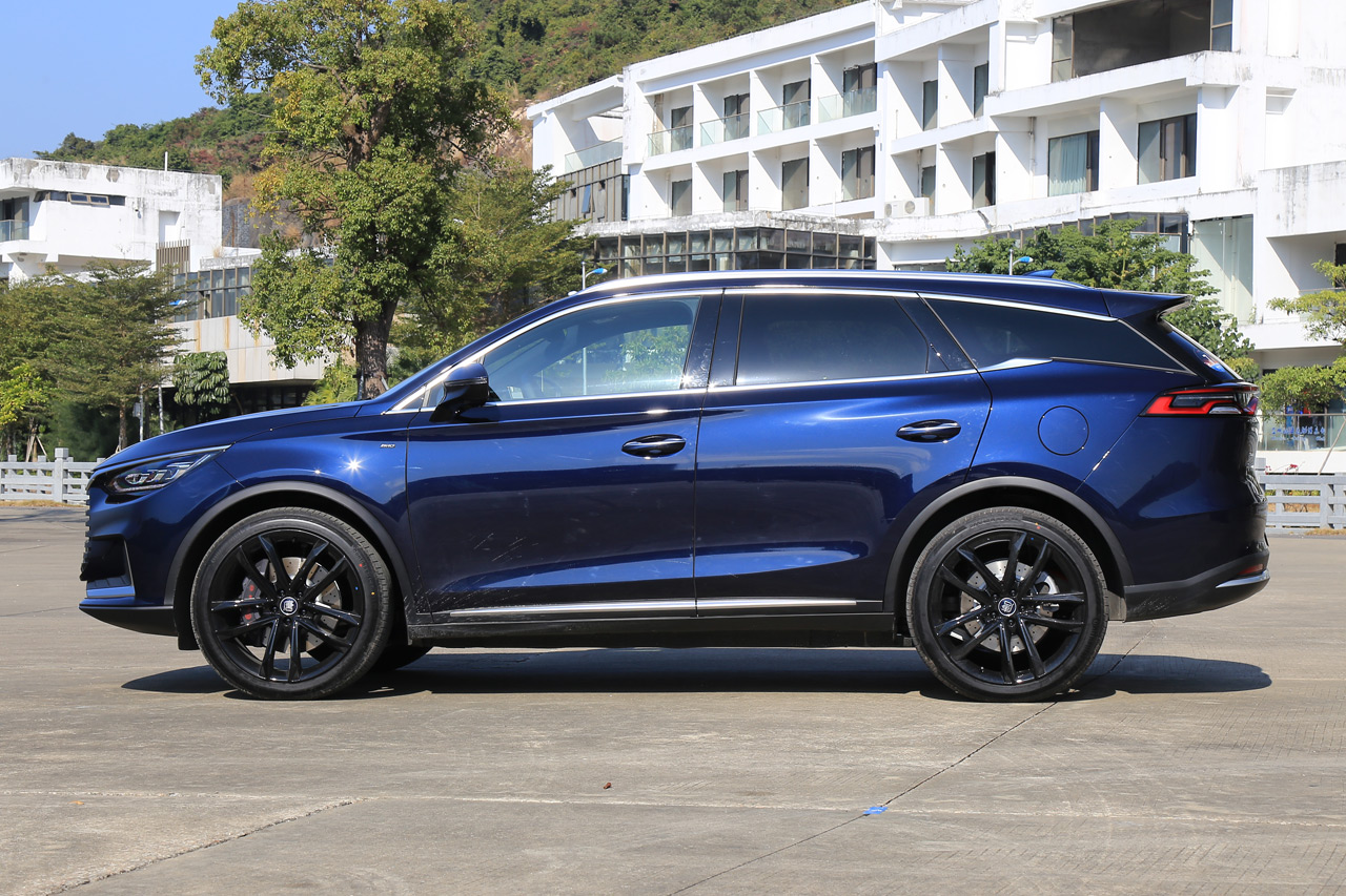 2021款比亚迪唐EV 四驱高性能创世旗舰版